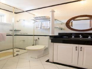 V.I.P. Suite Hotel Manila - Bathroom