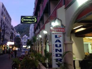 Boomerang Inn Phuket - Hotel z zewnątrz