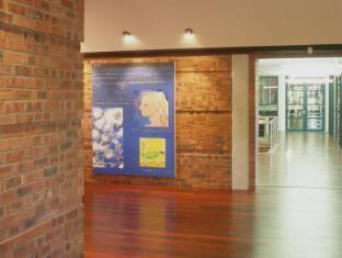 Dornier Homestead Stellenbosch - Dornier Cellar entrance
