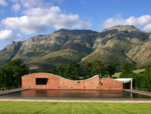 Dornier Homestead Stellenbosch - The Dornier Winery and Stellenbosch Mountain