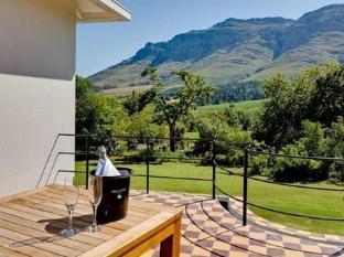 Dornier Homestead Stellenbosch - Terrace Area