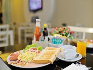Pimrada Hotel Phuket - Food and Beverages