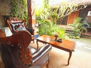 Praety Home Stay Bali - Balkong/terrass