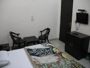 The Hospitality Home- Bed & Breakfast New Delhi - Hotellihuone