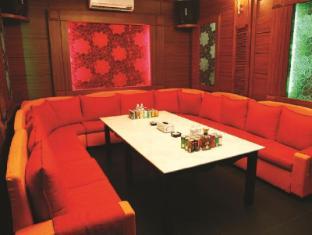 โรงแรมรีกัล พนมเปญ - ไนท์คลับ