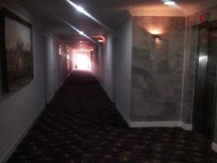 โรงแรมรีกัล พนมเปญ - ภายในโรงแรม