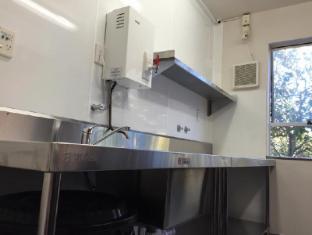 YMCA Hostel Auckland - Kitchen