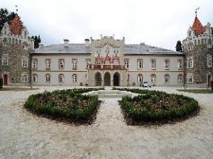 Chateau Heralec Hotel