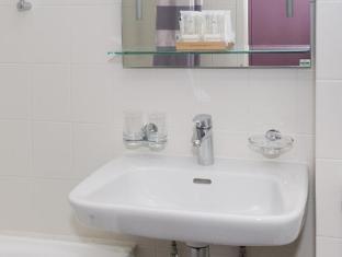 Les Nations Hotel Geneva - Bathroom