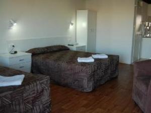 Slipway Hotel Motel