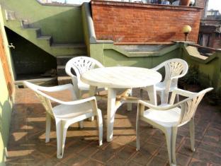 Nepa: Guest House Bhaktapur - Balcony/Terrace