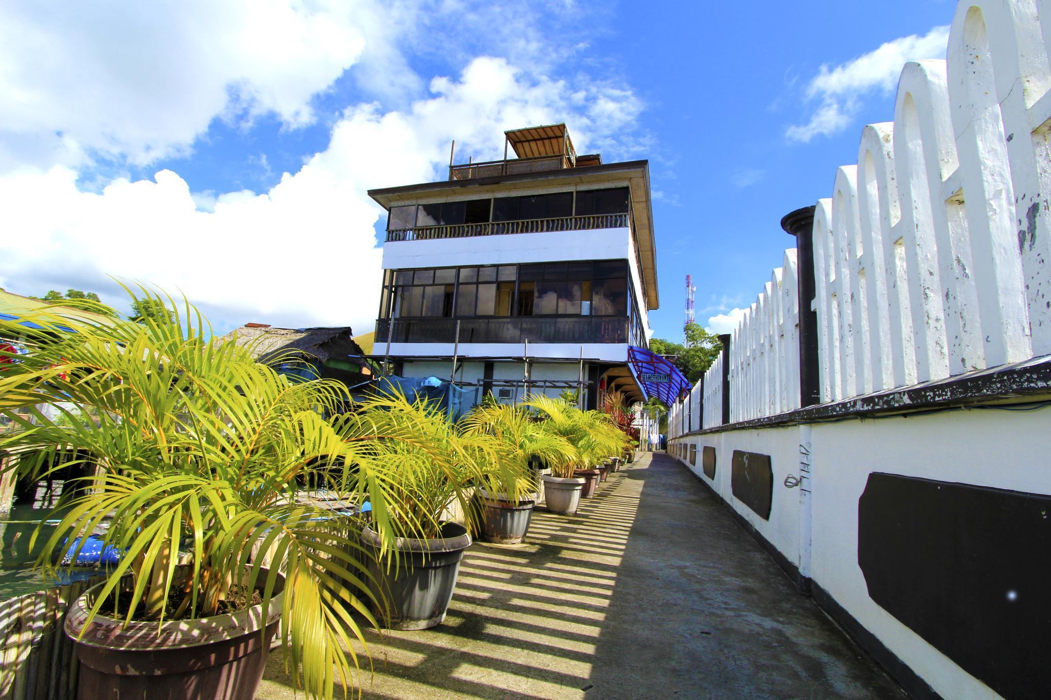 Amphibi Ko Resort