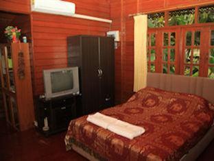 Elephant Guesthouse Phuket - Small Thai House Room