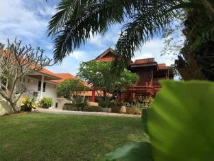 Elephant Guesthouse Phuket - Surroundings