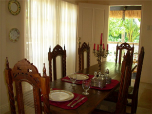The Cove House Bed & Breakfast Panglao Island - Dining Area