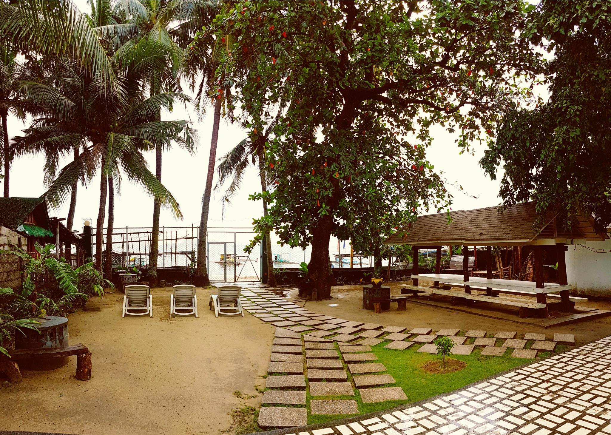 White House, Batangas, Beachfront