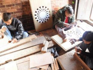 Peacock Guest House Bhaktapur - Wood Carving Workshop