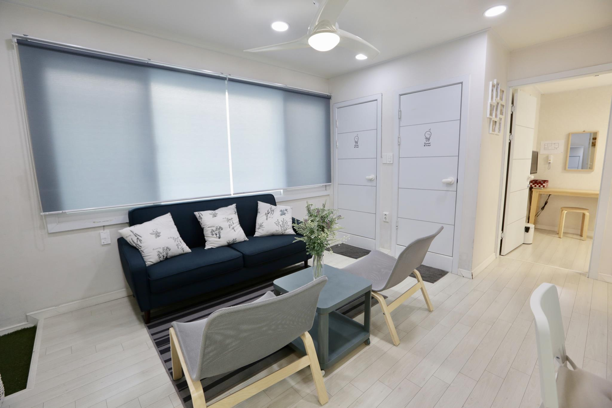 Yeonnam Parkside House 2F