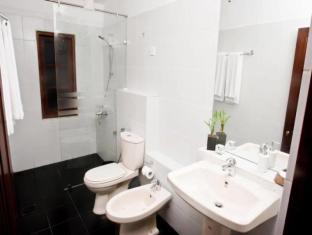 Lavinia Villa Colombo - Deluxe Room Bathroom