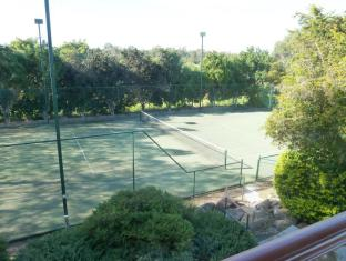 McNevins Logan Park Motel Brisbane - Tennis Court