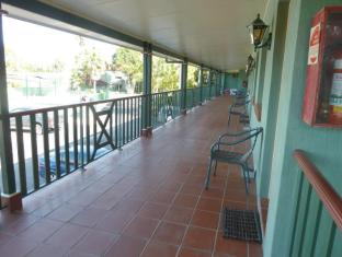 McNevins Logan Park Motel Brisbane - Unit Balcony
