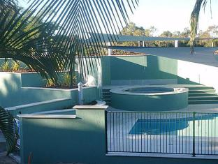 McNevins Logan Park Motel Brisbane - Motel Pool & Spa