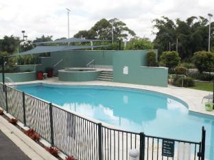 McNevins Logan Park Motel Brisbane - Swimming Pool