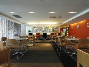Louis' Tavern Transit hotel Dayrooms Suvarnabhumi Airport Bangkok - Lobby