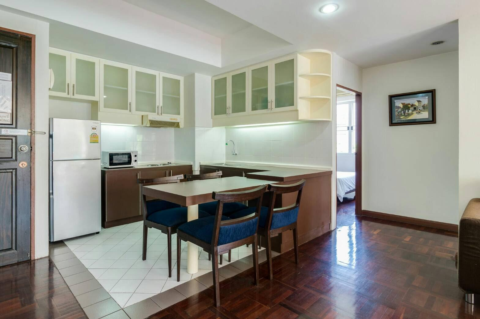 Review 80 sqm at Silom, 5mis from BTS Saladang MRT