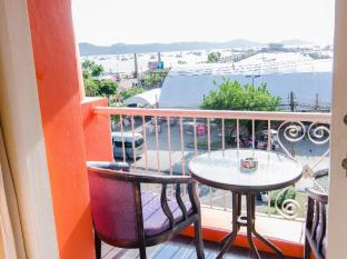 The Orange Pier Guesthouse Phuket - Balcony with sea view
