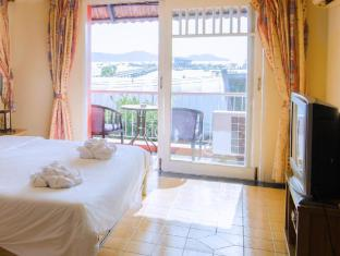 The Orange Pier Guesthouse Phuket - Deluxe room with sea view