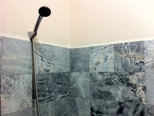 Ban Nopparat Hat Yai - Shower
