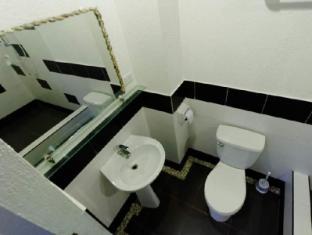 La Place Guesthouse Mactan Insel - Badezimmer