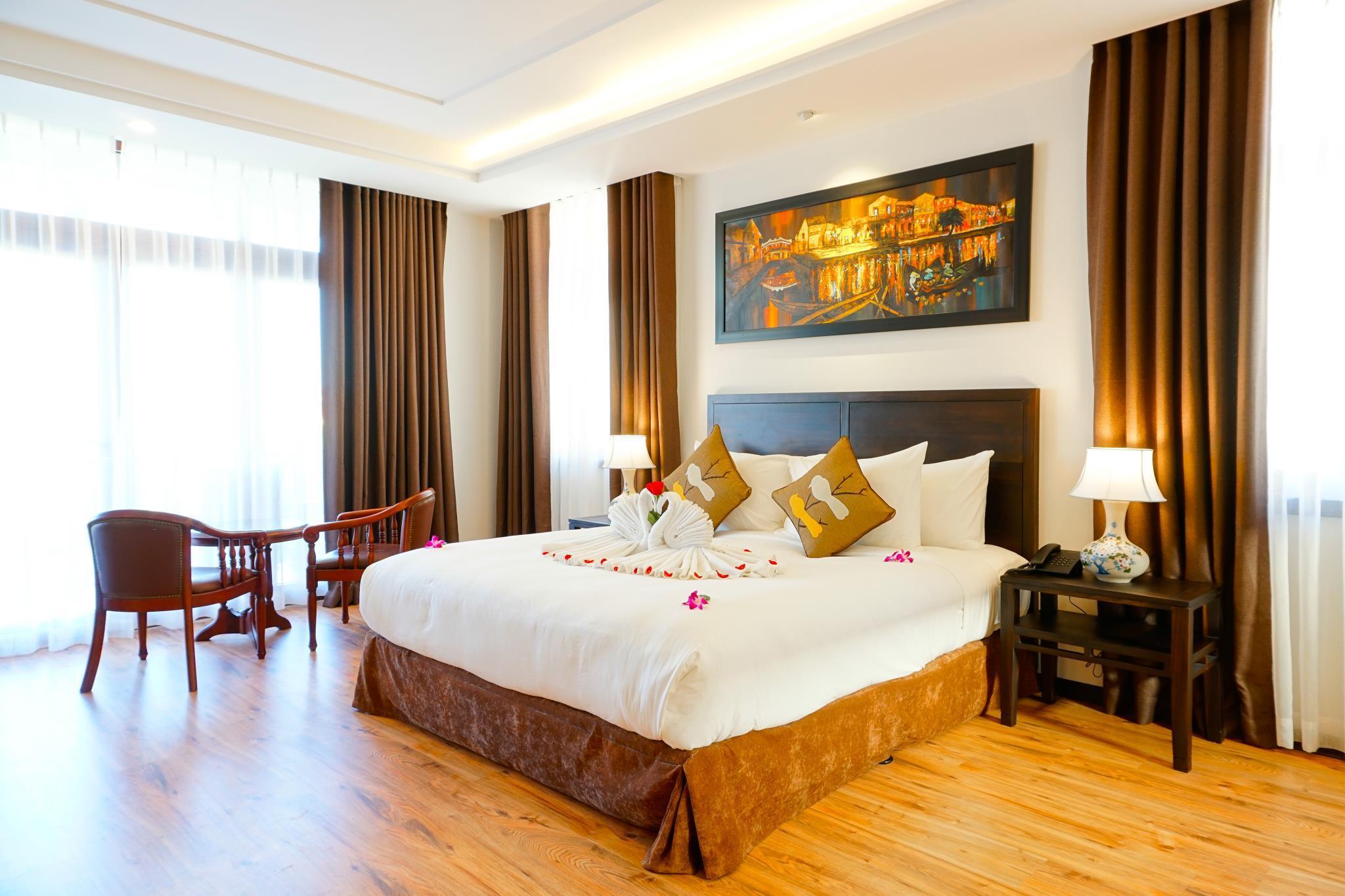 Luxury Pool Villa Alongside The Scenic Hoai River
