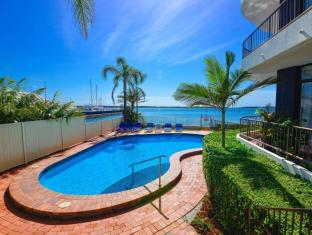 Broadwater Shores Waterfront Apt