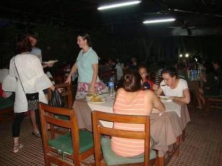 Hotel Rainforest Chitwan - Restaurante