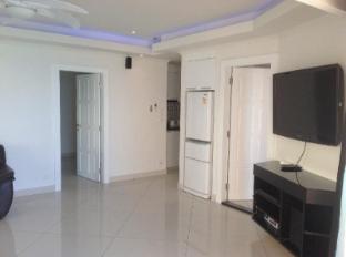 Vtsix Condo Rentals at View Talay 6 Pattaya Pattaya - Royal 2 Bedroom living room