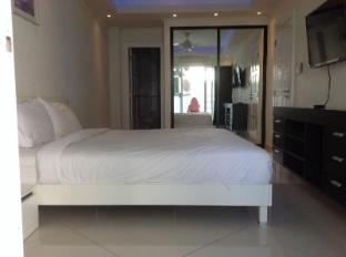 Vtsix Condo Rentals at View Talay 6 Pattaya Pattaya - Royal 2 Bedroom Suite