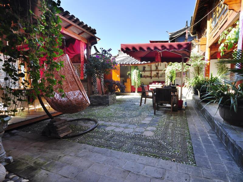 Lijiang Waterfront Inn