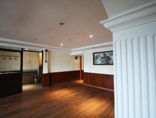 Fata Garden Hotel by Place2Stay Kuching - Interior