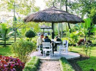 Unique Wild Resort Chitwan - Garden Restaurant