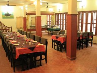 Unique Wild Resort Chitwan - Restaurant