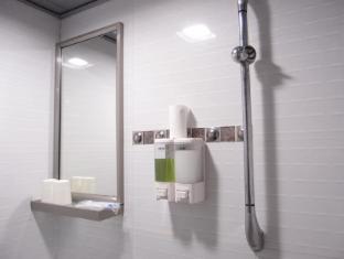 Jinhai Hotel Hong Kong - Bathroom