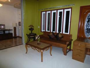 Coral Grand Place Bangkok Bangkok - Suite Room