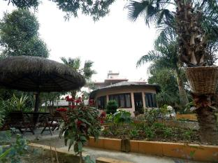 Eden Jungle Resort Chitwan - resort compound
