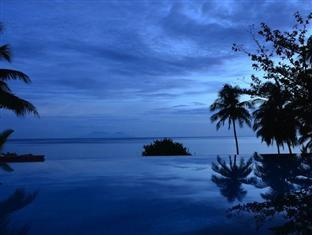 Amun Ini Beach Resort & Spa Anda - Dusk at the Pool