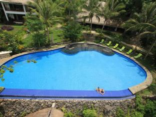 Amun Ini Beach Resort & Spa Anda - Swimming Pool