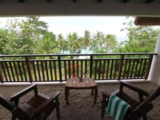 Amun Ini Beach Resort & Spa Anda - Washed pebbles on the balcony