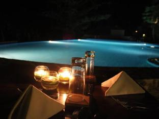 Amun Ini Beach Resort & Spa Anda - Poolside dinner