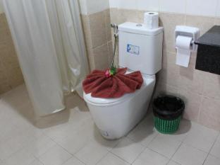 Lars-Lita Residence Phuket - Bathroom